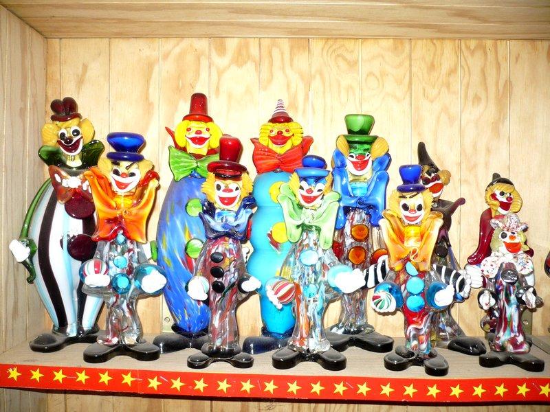 Collection de clowns en verre